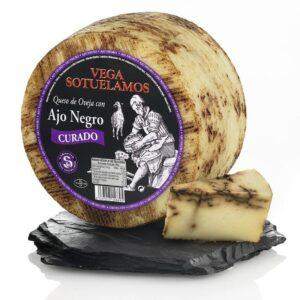 Avių pieno sūris su juodaisiais česnakais, 200g